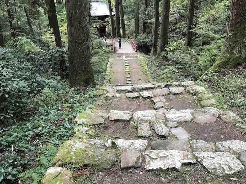 名古屋市新城 鳳来寺の石段