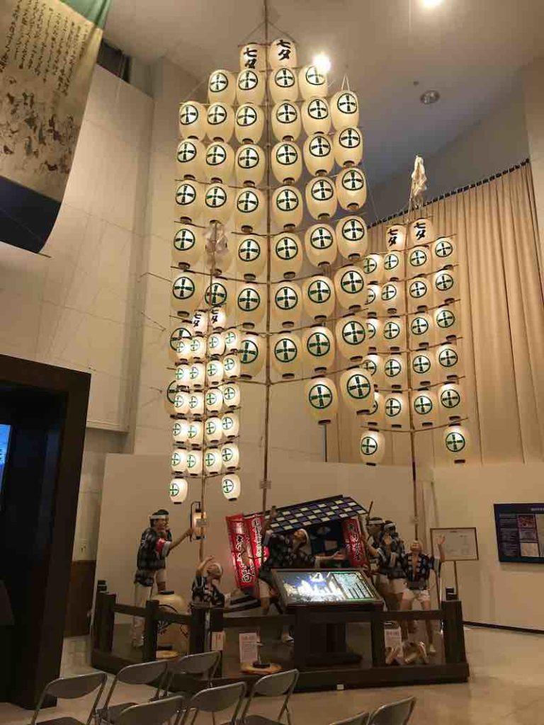 秋田 ねぶり流し館の竿燈イメージ