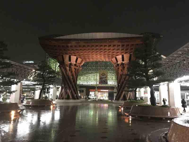 石川県 金沢駅の夜の様子