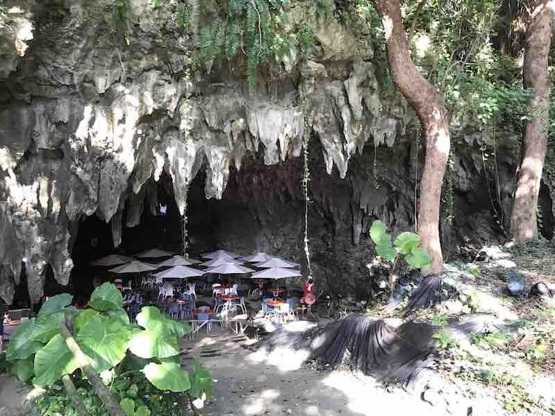 沖縄 ガンガラーの谷 鍾乳洞 入り口