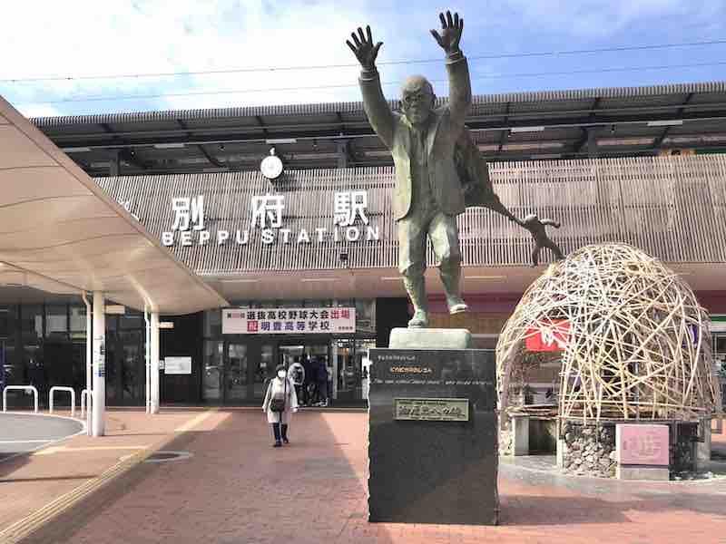 大分県別府駅 ピカピカおじさん