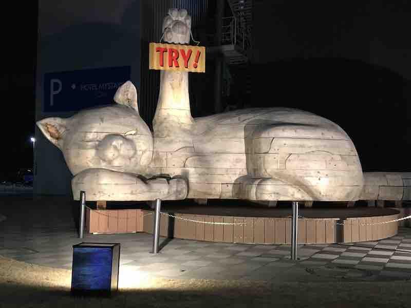 大分駅周辺 巨大猫 モニュメント TRY!