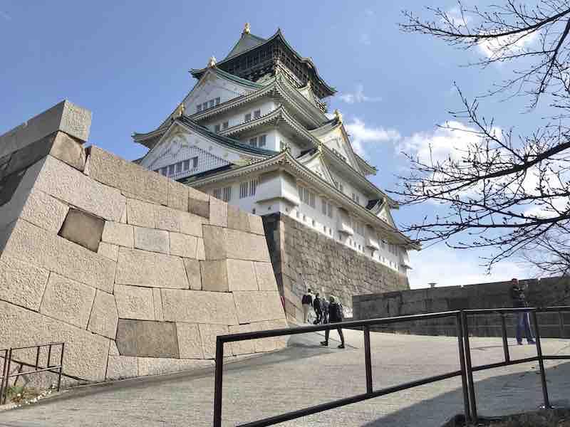 青空と大阪城 反対側 裏から