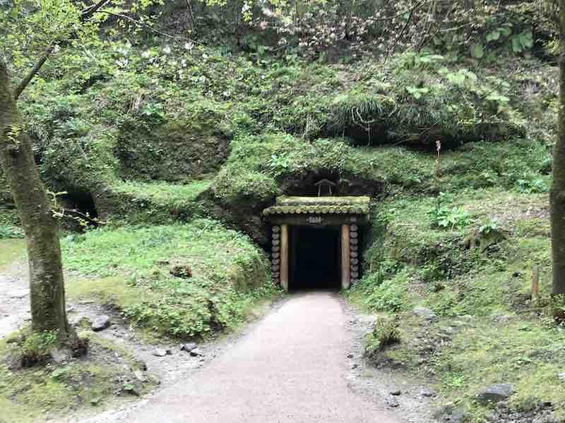 石見銀山入り口 洞窟