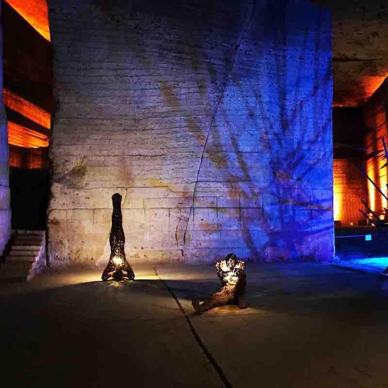 栃木県宇都宮市 大谷石博物館の巨大地下空間 イルミネーション
