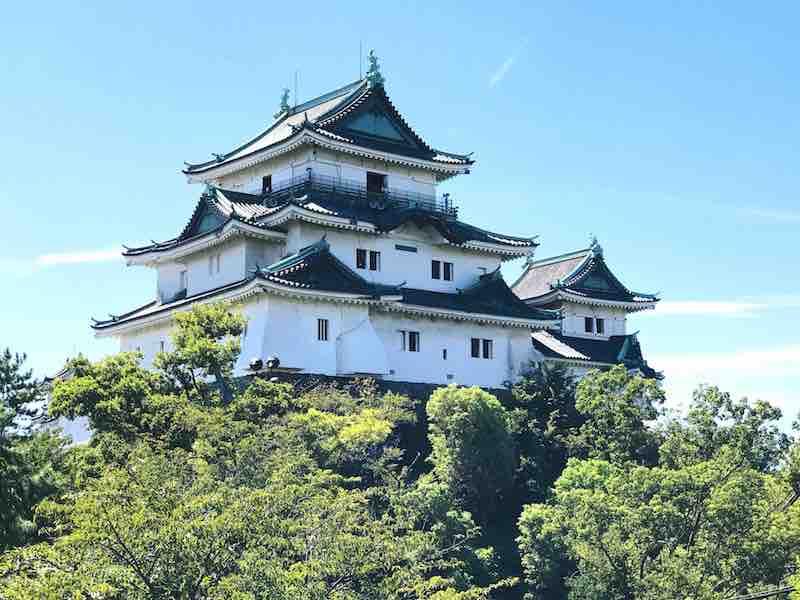 青空に映える和歌山城