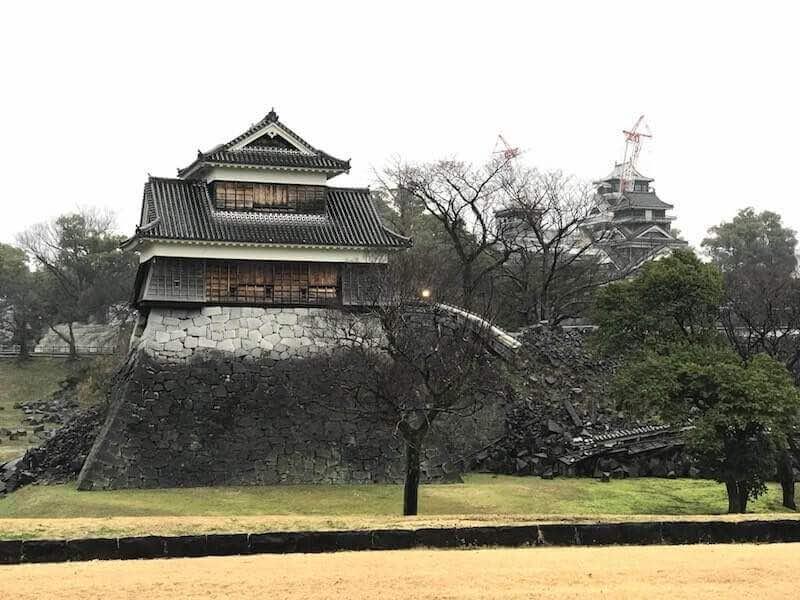 熊本城外堀 地震で崩れた様子