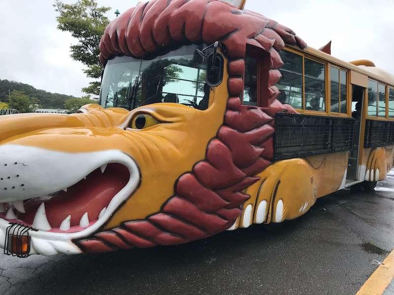 群馬サファリパークのライオンのバス