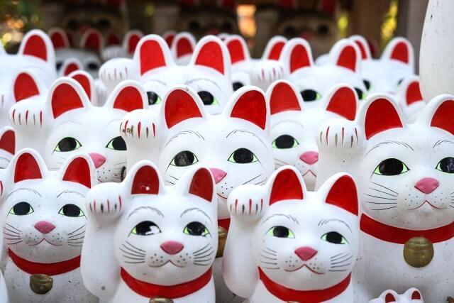 並んでいる無数の招き猫