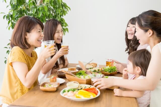 主婦で食事会の様子