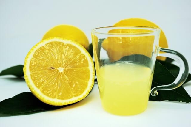 レモンの絞り汁