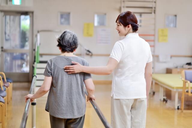 お年寄りの介護のイメージ