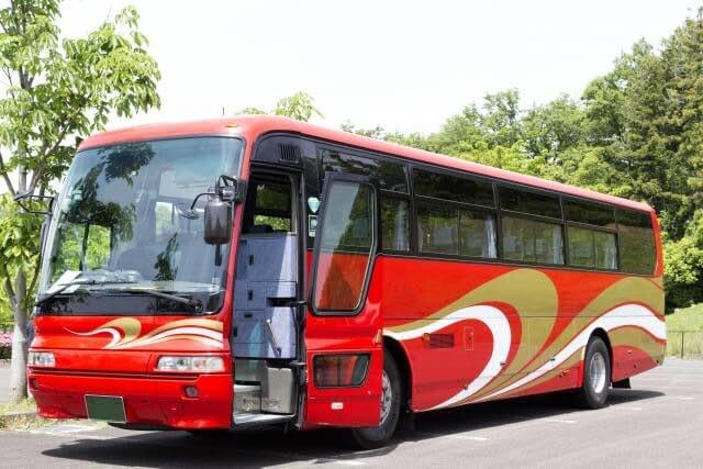赤色の高速バス