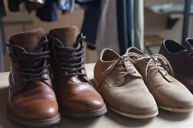 お店にディスプレイされている靴