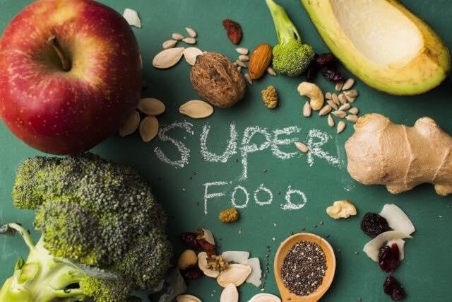 くるみなどの食材とスーパーフード