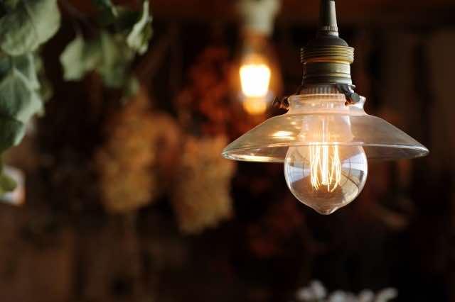 洋風の室内の電球
