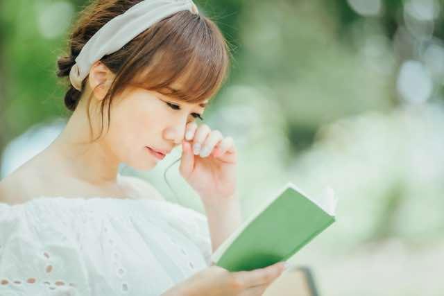 読書で涙する