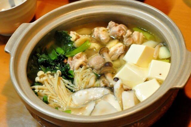 豆腐入りの鍋