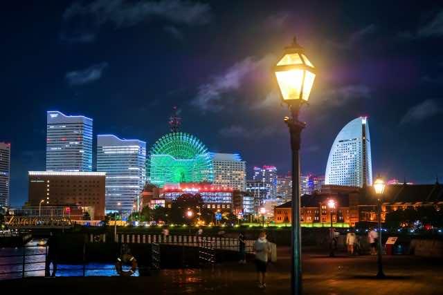 横浜の夜景と電灯