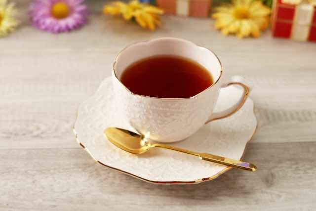 白いカップと一杯の紅茶