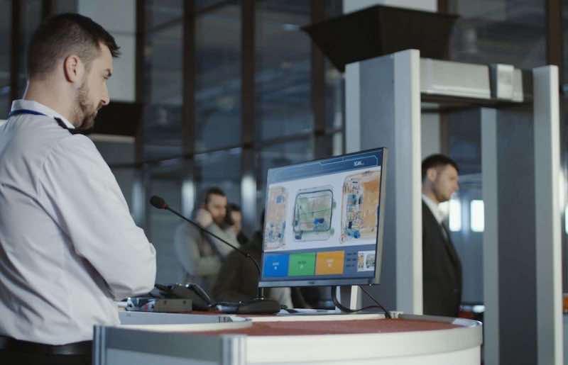 空港でのX線による手荷物検査