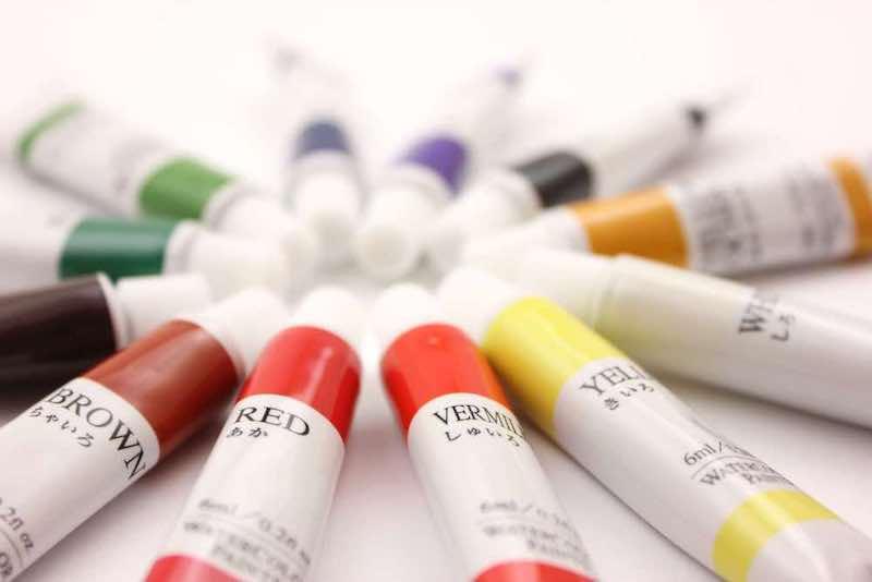 多彩の絵の具
