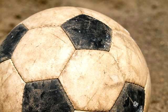 古びたサッカーボール