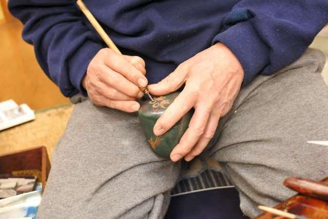 伝統工芸の制作の様子