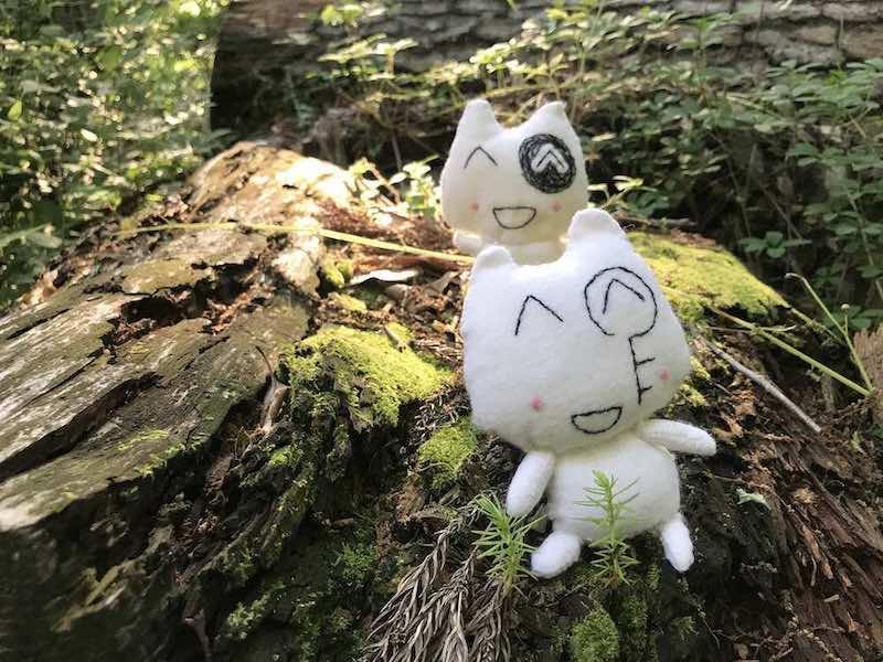 苔の森とネコのぬいぐるみ