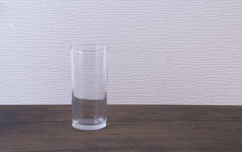 ガラスの透明なコップ